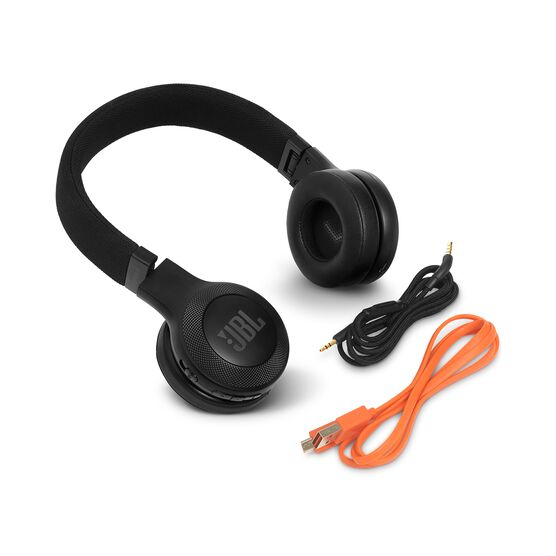 JBL E45BT - Black - Wireless on-ear headphones - Detailshot 4