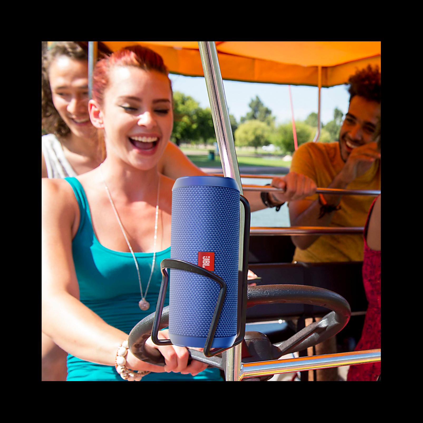 JBL Flip 3 - Blue - Splashproof portable Bluetooth speaker with powerful sound and speakerphone technology - Detailshot 7