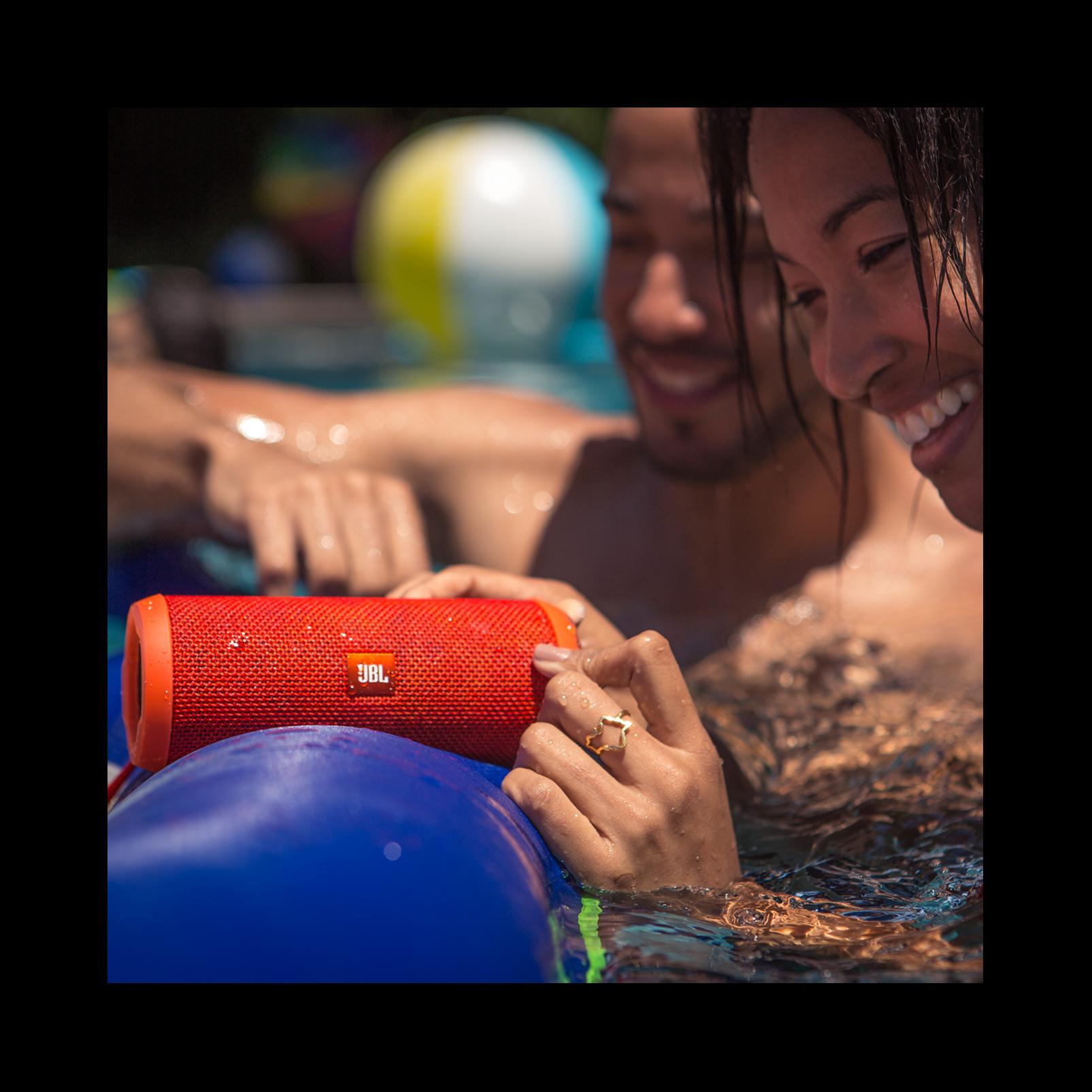 JBL Flip 3 - Blue - Splashproof portable Bluetooth speaker with powerful sound and speakerphone technology - Detailshot 6